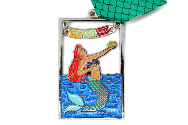 La Sirena Fiesta Medal 2019 Uriel Diaz River Walk Royalty-white